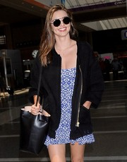 Miranda Kerr looked cool in her Prada sunnies while catching a flight at LAX.