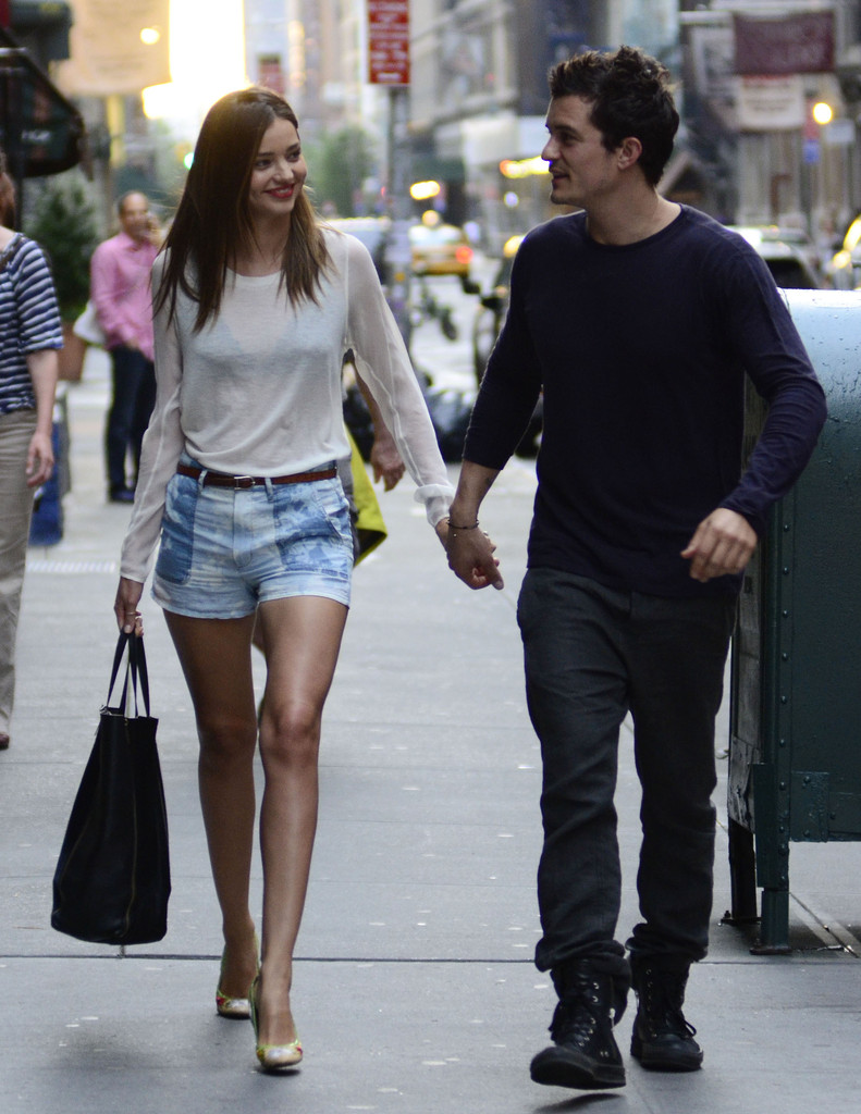 Miranda Kerr?s Lovely Stroll With Orlando Bloom