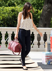 Miranda Kerr paired her effortlessly chic look with black suede flats.