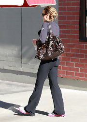 Molly Sims hit the gym carrying a brown leather purse embellished with flowers.