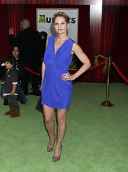 Jennifer Morrison paired her electric blue cocktail dress with taupe platform pumps.