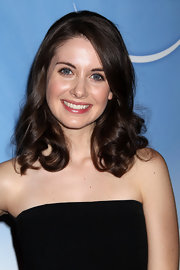 Alison Brie looked darling at the NBC Universal press tour cocktail party with these bouncy curls.