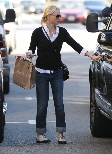 More Pics of Naomi Watts Boyfriend Jeans (4 of 31) - Naomi Watts Lookbook - StyleBistro