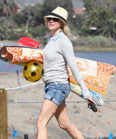 More Pics of Naomi Watts Denim Shorts (2 of 54) - Naomi Watts Lookbook - StyleBistro