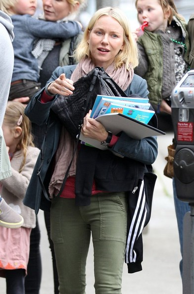 More Pics of Naomi Watts Skinny Pants (1 of 7) - Naomi Watts Lookbook - StyleBistro