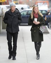 Nicky Hilton chose a classic and sophisticated look with this green wool coat with double-breasted gold buttons.