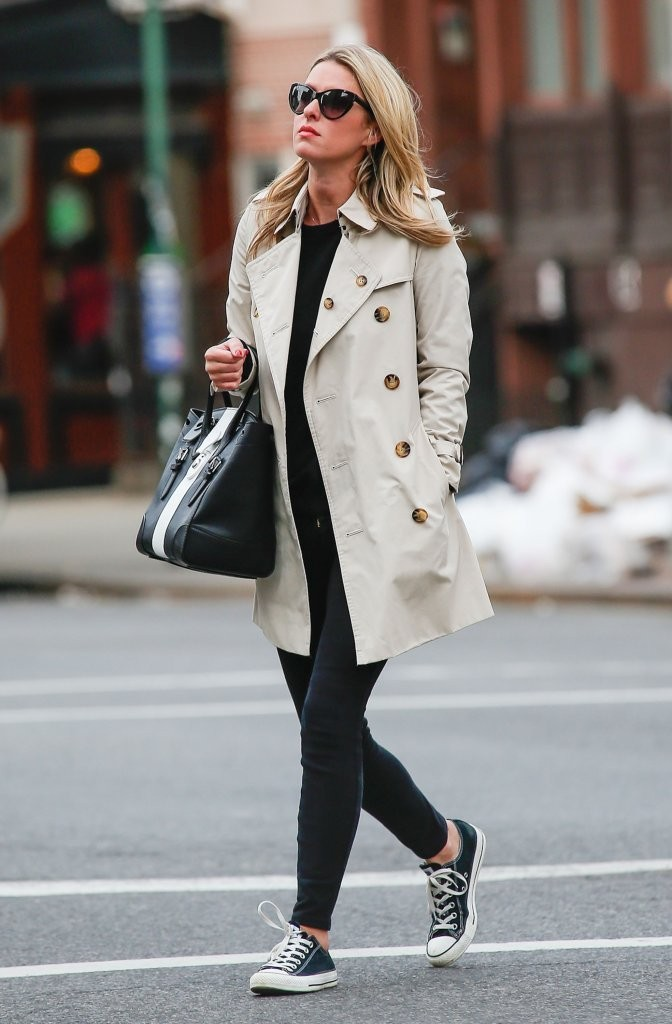 Nicky Hilton 39 S Classic Trench And Converse Sneakers You