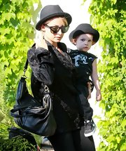 Nicole Richie has aced easy daytime style, here hanging out with Harlow in matching hats and a super chic leather shoulder bag.