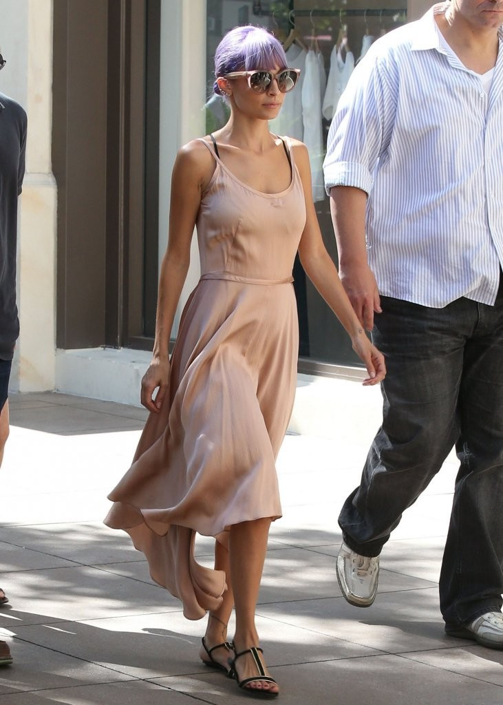 Nicole Richie Takes A Coffee Break