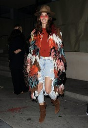 Nicole Trunfio tied her look together with a pair of brown suede boots.