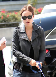 Olivia's tough-luxe leather jacket imparted a hint of moto-inspired cool to her easy-going look.