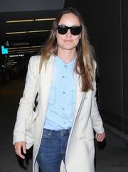 Olivia Wilde made her way through LAX wearing a pair of classic Ray-Ban wayfarers.