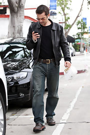 Olivier Martinez looked effortlessly cool in a pair of lived in jeans and brown leather sneakers.