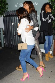 Eva Longoria's pink ankle-strap sandals added an ultra-girly touch to her casual jeans and shirt ensemble.