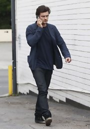 To keep his look totally relaxed, Orlando Bloom chose a pair of dark-wash classic jeans.