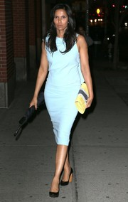 Padma Lakshmi's yellow, gray, and white clutch provided a nice color contrast to her blue dress.