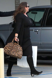 Keely Shaye Smith spiced up an all-black outfit with a fierce leopard-print tote.