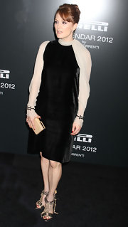 Julianne Moore kept her look simple, yet chic with the addition of a nude hard case clutch at the Pirelli Gala dinner.