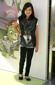 Bailee Madison topped her tee with a trendy leather vest at a movie premiere.