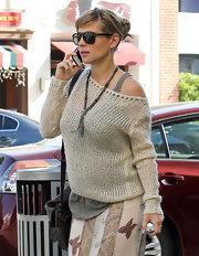 A pregnant Elsa Pataky looked cozy in a relaxed cream sweater and a long tank.
