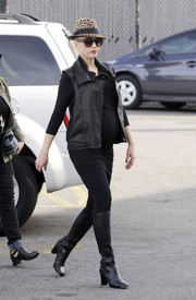 Gwen Stefani did her Christmas shopping looking edgy-chic in black knee-high boots and a leather vest.