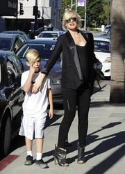 Gwen Stefani looked super stylish in zippered black leggings and a satin-lapel blazer while visiting the doctor.