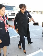 Halle sported an all-black tunic with a draped neck while flying to Paris.