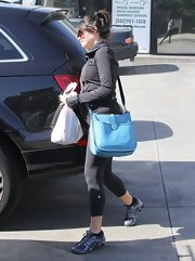 Mrs. Channing Tatum stashed her yoga gear in a blue leather bag.