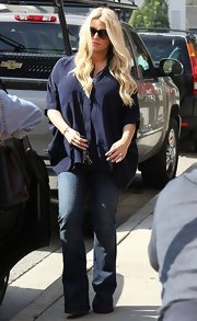 Jessica Simpson looked casual and comfy in a navy maternity top.