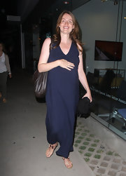 Saffron Burrows kept it simple with a sleeveless navy maternity dress.