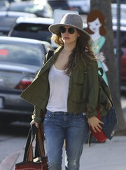 Rachel Bilson added extra sun protection with a pair of round sunglasses.