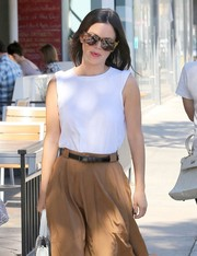 Rachel Bilson styled her skirt with a skinny black leather belt.