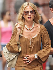 Rachel showed off her ivory beaded necklace while in New York.
