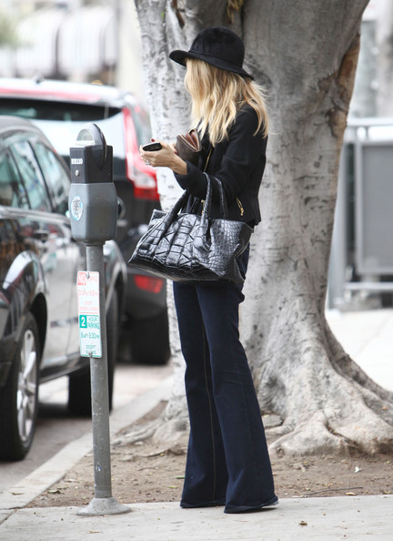 Rachel Zoe added instant glamour to her sleek street style with a black croc tote.