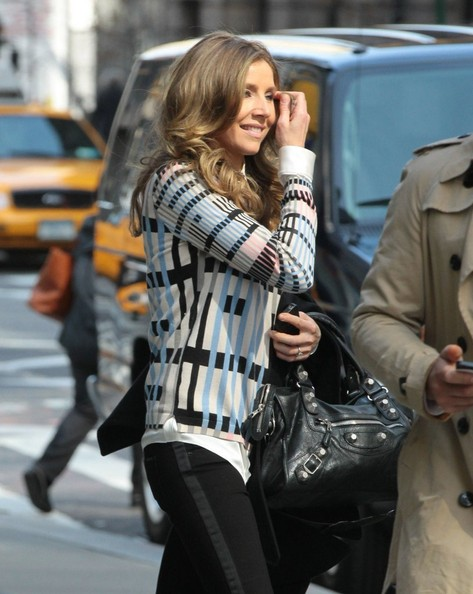 More Pics of Sarah Chalke Print Blouse (1 of 2) - Print Blouse Lookbook - StyleBistro