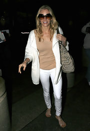LeAnn Rimes looked ready for summer in a pair of flat metallic sandals.