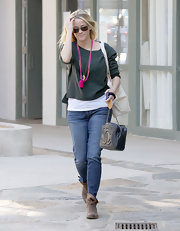 Reese accessorized her casual look with mocha-colored ankle boots.