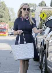 Reese Witherspoon finished off her shopping ensemble with cute cateye sunnies.