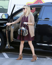 Reese kept her printed bowler bag open and ready for her shopping trip at Rag & Bone.