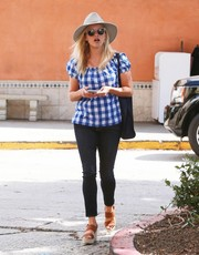 Reese Witherspoon styled her casual outfit with a pair of tan broad-strap wedges.