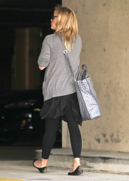 More Pics of Reese Witherspoon Patterned Scarf (1 of 18) - Reese Witherspoon Lookbook - StyleBistro