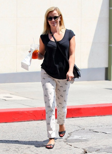 More Pics of Reese Witherspoon T-Shirt (1 of 32) - Reese Witherspoon Lookbook - StyleBistro