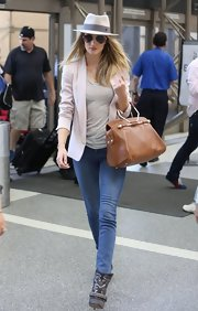 Rosie Huntington-Whiteley kept it laid-back in blue skinny jeans.