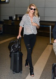 Rosie Huntington-Whiteley arrived at LAX looking stylish, as always, in a black-and-white print blouse by Paige.