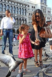 Valentina Paloma Pinault fed the pigeons in Venice wearing a vibrant pink-and-red print dress.