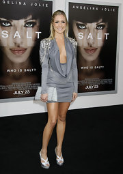 Kristin paired her spiked dress with a crocodile wrap clutch, while attending the 'Salt' premiere.