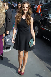 Minka Kelly looked lovely in a flared LBD topped off with wavy ombre tresses.