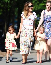 SJP mixed prints when she paired this red, white, and blue striped tee over her floral maxi.