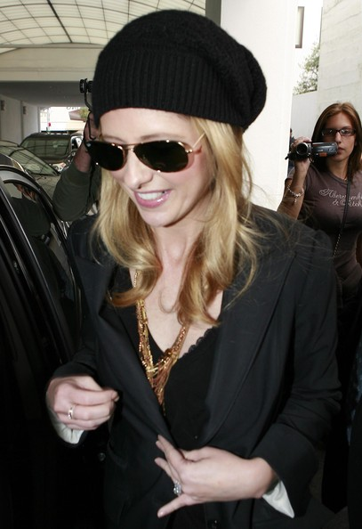 More Pics of Sarah Michelle Gellar Crocheted Beret (1 of 8) - Sarah Michelle Gellar Lookbook - StyleBistro
