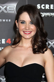 Alison Brie looked darling at the 'Scream 4' premiere with her high-volume curls.